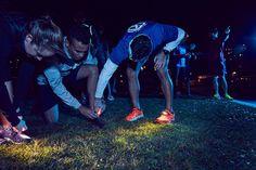 いいね!24件、コメント3件 ― Night Runner 270°さん(@nightrunner270)のInstagramアカウント: 「Friends help friends put on Night Runners. #ImANightRunner #nightrunner270 #nycruns」