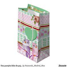 Una parejita feliz de pajaritos enamorados bolsa de regalo pequeña