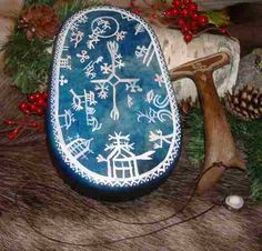 A same drum. Lappland, Fantasy Inspiration, Character Inspiration, Witch Doctor, Ancient Mysteries, Shamanism, Amulets, Totems, Pictures To Paint