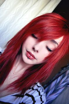 Vertical labret piercing and red hair color Bright Red Hair, Red Hair Color, Red Color, Hair Colors, Hairstyles With Bangs, Pretty Hairstyles, Red Scene Hair, Scene Girl Hair, Medium Scene Hair