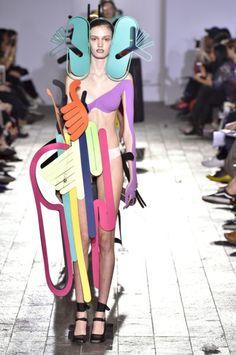 The 15 best designers from Central Saint Martins BA Fashion show – fashion portfolio ideas Funny Fashion, Weird Fashion, New Fashion, Fashion Beauty, Fashion Show, Central Saint Martins, Portfolio Mode, Mode Punk, 1920s Fashion Women