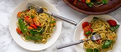 Kahvia ja kasvisruokaa blogissa ihana etninen pasta-annos tuoreella inkiväärillä ja korianterilla maustettuna. Papupastalla saa annoksesta hetkessä terveellisemmän!