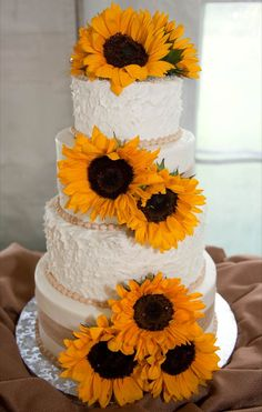 Wedding Cake i like the sunflowers but it needs some blue:)