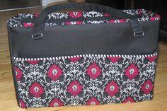 free online tutorial: http://www.warehousefabricsinc.com/blog/diaper-bag-with-a-divider/