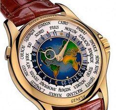 Patek Philippe Platinum World Time - Acredita-se que apenas uma unidade desse relógio foi produzida e, quando foi lançado, em 1939, era o mais caro do mundo. Ele foi feito para mostrar as horas de qualquer lugar do planeta. Feito em ouro e platina, este exemplar extremamente raro foi vendido por pouco mais de US$ 4 milhões de dólares em 2002. #relogio #wacth #raridade #patekphilippe #platinum #world #time