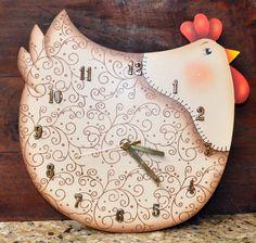 Aqui apresento os meus trabalhos que faço com muito carinho. Adorooooooo pintar!!!!! Clock Craft, Diy Clock, Primitive Crafts, Wood Crafts, Diy And Crafts, Chicken Kitchen Decor, Chicken Crafts, Rooster Decor, Country Paintings