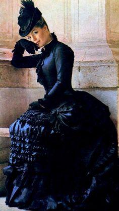 """Romy Schneider en """"Ludwig"""" (1972) con vestido de Piero Tosi. Fotografía de Mario Tursi"""