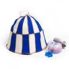 Klobúk do sauny 100 % vlna plstená Modrý  Originálny klobúk s motívom mozaiky. Klobúk je vyrobený z prvotriednej plsti a je špeciálne navrhnutý na ochranu hlavy pred prehriatím. Má praktické uško na zavesenie.  Má univerzálnu veľkosť. Klobúk je na dĺžku kratší, tak sa pekne prispôsobí na hlavu a netreba ho vyhŕňať.  Klobúk je na dotyk jemný. Klobúk izoluje teplo, a tak sa váš pobyt v saune stane príjemnejším a zotrváte tam dlhšie.  Farba: modro biela (klobúk je prešívaný hnedou nitkou) Felt Hat, Wool Felt, Secondary Color, Primary Colors, Steam Room, Bucket Bag, Craft Supplies, Handmade Items, Hats