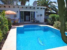 Casa PiPa is een vrijstaand vakantiehuis in het directe achterland van de Costa del Sol. Gelegen op slechts 20 minuten van het vliegveld van Málaga én met privé zwembad. Indien u het prettig vindt om een 2e woning in Zuid-Spanje te hebben met alleen maar de lusten van een 2e woning, dan is Casa PiPa voor u een uitstekend alternatief. Zee, strand, stad (Marbella en Málaga) en cultuur zijn binnen 20 autominuten vanaf Casa PiPa te bereiken.