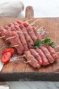 involtini di carpaccio Veal Recipes, Cooking Recipes, Pan Relleno, Carpaccio, Fish And Meat, Snacks Für Party, Barbacoa, Antipasto, Food Presentation