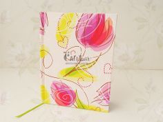 cuaderno tamaño A5, terminado de 15cm x 10cm de 80 hojas.