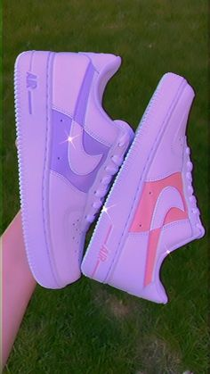 Nike Shoes Photo, Cute Nike Shoes, Cute Sneakers, Nike Shoes Outfits, Converse Shoes, Air Force One Shoes, Nike Shoes Air Force, Jordan Shoes Girls, Girls Shoes