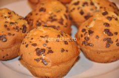 Brioşe cu fulgi de ciocolată Cupcakes, Cheesecakes, Summer Recipes, Biscuits, Muffin, Good Food, Food And Drink, Sweets, Cooking