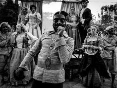 Praça Santos Andrade recebe peça de teatro gratuita