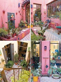 Mexican Style Patio Mexican Courtyard, Mexican Patio, Murs Roses, Peacock Decor, Outdoor Spaces, Outdoor Decor, Home Decor Furniture, Deck Furniture, Back Patio