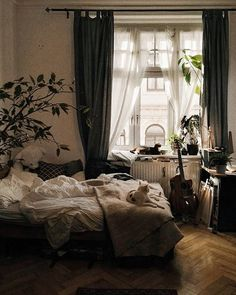Room Inspo & Decoration 18 cozy and beautiful beds that you want to crawl into immediately Understan Home Design, Interior Design, Dream Rooms, Dream Bedroom, Master Bedroom, Cozy Bedroom, Bedroom Decor, Decor Room, Messy Bedroom