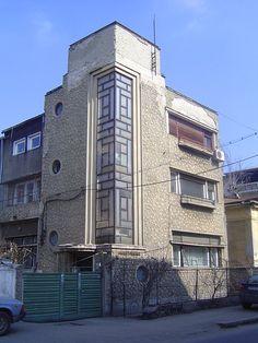 Ion and Tiberiu Niga in Bucharest Fascist Architecture, Facade Architecture, Landscape Architecture, Art Deco Home, Art Deco Era, Art Deco Fashion, 1930s Fashion, Balustrades, Streamline Moderne