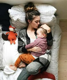 Nap time for mother and baby. Mama Baby, Mom And Baby, Baby Boy, Cute Family, Baby Family, Family Goals, Family Life, Cute Kids, Cute Babies