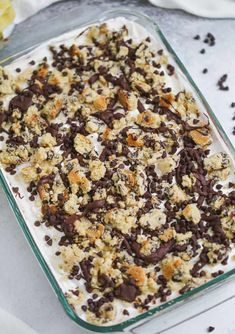 Chocolate Chip Cookie Lasagna Dessert Schokoladenkeks-Lasagne-Nachtisch Best Chocolate Chip Recipes Out There! Desserts With Chocolate Chips, Chocolate Fudge Sauce, Chocolate Lasagna, Chocolate Pudding, Chocolate Chip Cookies, Dessert Chocolate, No Bake Desserts, Dessert Recipes, Pudding Desserts