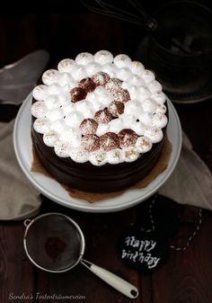 http://sandrastortentraeumereien.blogspot.de/2015/11/heie-schokolade-marshmallow-torte.html