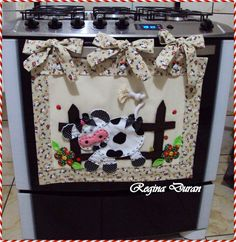 Cute kitchen decor small modern kitchen interior design,country cabinets kitchen modern rustic kitchen cabinets,rustic kitchen cabinet hardware retro look kitchen. Cute Sewing Projects, Sewing Tutorials, Sewing Crafts, Sewing Hacks, Kitchen Hot Pads, Cow Craft, Cow Kitchen Decor, Cow Decor, Diy Y Manualidades