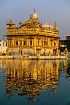 The Golden Temple (holiest Sikh shrine), Amritsar,… Temple D'or, Hindu Temple, Indian Temple, Tourist Places, Places To Travel, Places To See, Goa India, Temple Indien, Places Around The World
