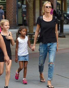 "Heidi Klum wearing a pair of Citizens of Humanity Corey Slouchy Slim Jeans in ""Outpost"" while out in New York City on June 12, 2015."