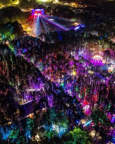 """kaijuno: """"Electric Forest 2019 """" Got some asks about what Electric Forest was and it's a yearly music festival in Michigan where the hipsters go to trip dick on ketamine and peyote for a weekend Forest Festival, Into The Woods Festival, Tomorrow Land, Electric Forest, Tianjin, Foto Pose, Burning Man, Trippy, Les Oeuvres"""