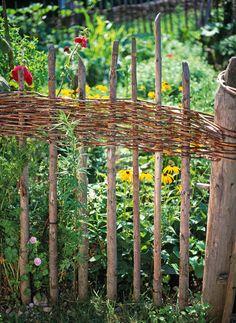 Die 43 Besten Bilder Auf Flechtzaun In 2019 Garden Fencing Fence