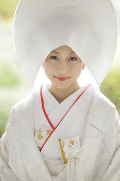 季節の色に映える白無垢の多彩さ。京都で結婚式。京都和婚。Bride of Japan. Beautiful white kimono.