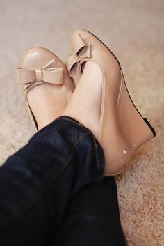 I know I say this alot about shoes and I know my hubby just DOESN'T get it, but I REALLY, REALLY need these!!