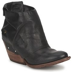 Airstep makes the most incredible #ankleboots! This pair of #black #leather #boots are on sale now with free delivery @Spartoo.uk! #outlet #clearance #booties #western #fashion #shoes