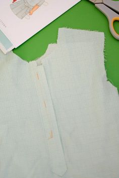 Amy from Badskirt is back today with instructions for the Jump Rope Dress Placket!