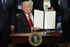 Trump signs executive order to end federal funding of sanctuary cities, including Chicago, and other news - http://www.chicagoreader.com/Bleader/archives/2017/01/26/trump-signs-executive-order-to-end-federal-funding-of-sanctuary-cities-including-chicago-and-other-news