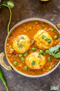 Spicy Indian Egg Curry - this egg curry is best enjoyed with plain rice or flatbread. Really comforting Curry Recipes, Raw Food Recipes, Indian Food Recipes, Asian Recipes, Vegetarian Recipes, Ethnic Recipes, Tofu Curry, Egg Curry, Go Veggie
