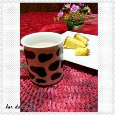 Café com leite e bolo de fubá delicioso 😋