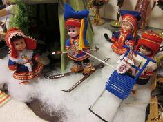 Nilikentän minit - Vuodatus.net Diy Doll Miniatures, Conservatory, Tutorial, Elf On The Shelf, Cleaning, Dolls, Holiday Decor, Blog, Dollhouse Ideas