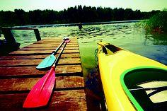 La ubicación privilegiada de CVSI permite variar los itinerarios de remada ya sea recorriendo el Puerto de San Isidro, la costa de San Isidro o la costa de Acassuso. Cualquiera de estos recorridos ofrece una vista única de sus barrancas o los agrestes arroyos, juncales y playas del Delta exterior.  Vivenciá un momento único para tus sentidos en una salida en Kayak. (Cofre 100%Energía)