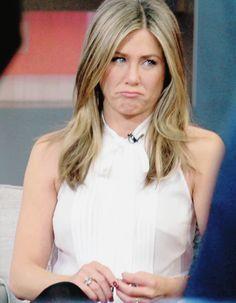 Jennifer Aniston🌷u look very sad 😥 Jennifer Aniston Dress, Estilo Jennifer Aniston, Jeniffer Aniston, Jennifer Aniston Pictures, World Most Beautiful Woman, Beautiful Girl Image, Beautiful Women, Nancy Dow, Brad Pitt