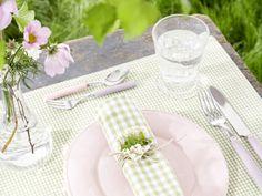 Farben Tischdeko | Farbgestaltung Tischdekoration | Bunte Tischdeko.  Spring or summer table setting