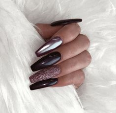 Luxury nails, winter nails, black nails with glitter, black coffin nails,. Black Nails With Glitter, Black Coffin Nails, Glitter Nails, Black Chrome Nails, Glitter Flats, Dark Nails, Cute Acrylic Nails, Cute Nails, Pretty Nails