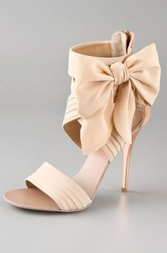 Nude heels with bow= a must have in my book!