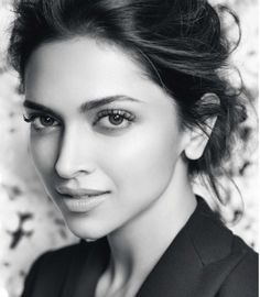 Deepika Padukone!! wooooow.. she is lookin gorgeous!! :-)))))))