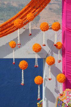 Diwali Decorations At Home, Wedding Stage Decorations, Backdrop Decorations, Flower Decorations, Garland Wedding, Festival Decorations, Backdrops, Altar, Wedding Reception Entrance
