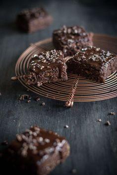In der VEGAN BOX August haben wir euch Kakao Nibs von Davert in Rohkostqualität vorgestellt. Raw Food ist momentan ein großes Thema. Lebensmittel werden hierbei nicht über 40Grad erhitzt, damit alle Inhaltsstoffe dem Körper komplett zur Verfügung stehen. Die Kakao...