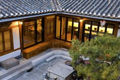 These Traditional Korean Homes Received a Modern Makeover NONAGON. Korean House, Asian House, Japanese Style House, Traditional Japanese House, Asian Architecture, Architecture Design, Style At Home, Courtyard House, Minimalist Home
