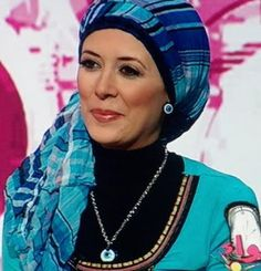http://abayatrade.com muslim magazine  So amazing to me how each woman seems to express her personality through the way she wears her head wrap/scarf.