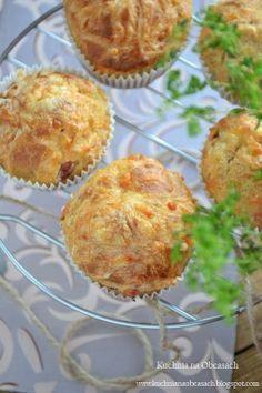 Wytrawne muffiny z żółtym serem i szynką