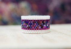 Custom Made Peyote Rings por PeyoteRingsPlus Peyote Beading, Beadwork, Loom Bracelet Patterns, Bead Loom Bracelets, Beaded Jewelry Designs, Homemade Jewelry, Handmade Rings, Bijoux Diy, Amor