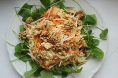 Bei Lilith's Schwester Judith gabs einen wunderschönen Salat aus Sellerie, Karotte, Apfel auf Winterportulak (sehr zu empfehlen, diesen 'Salat' habe ich auch kürzlich erst kennengelernt) mit Walnüssen.